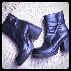 RAMPAGE Vintage Y2K Chunky Black Platform Boots 9